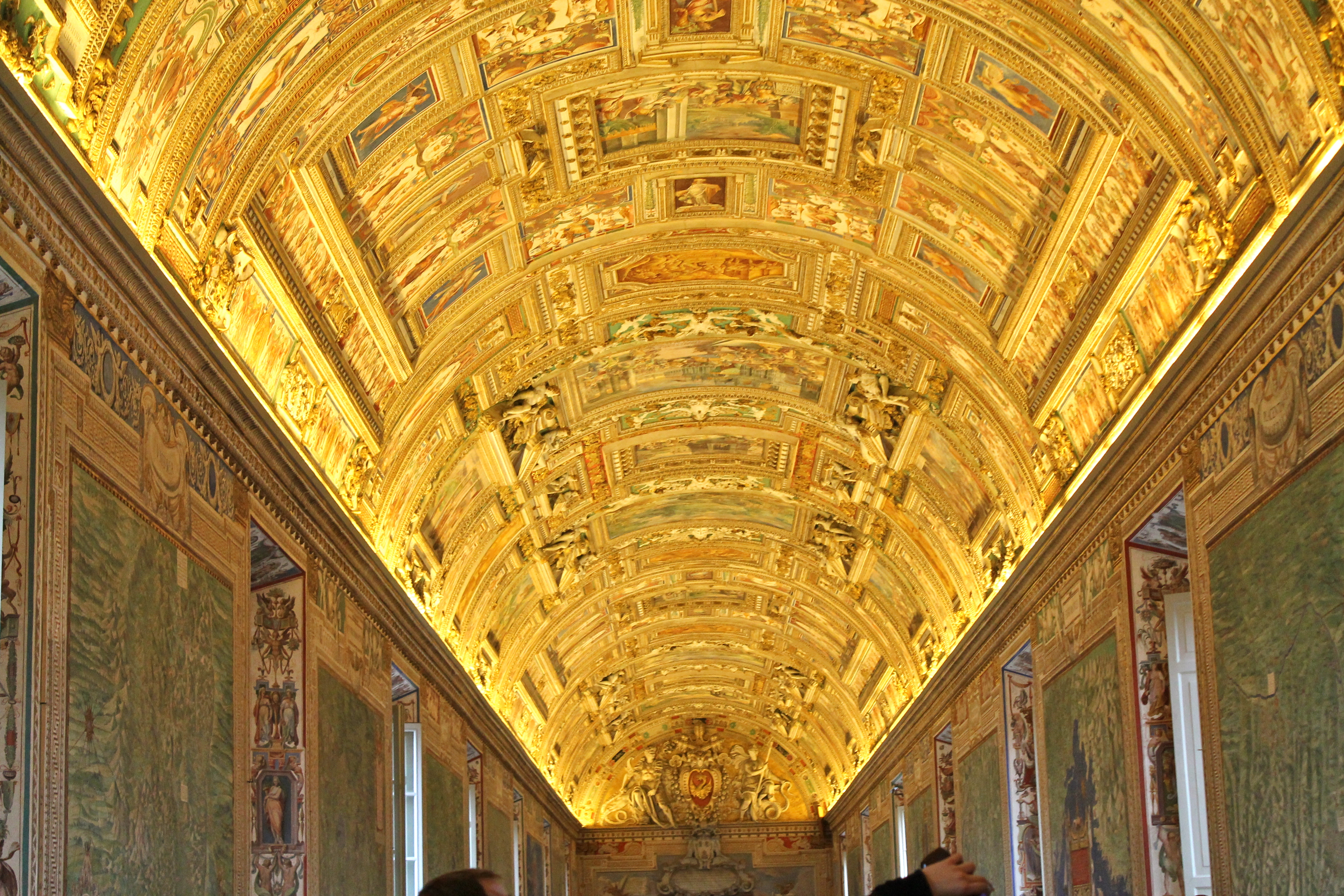 a comparison of the sistine ceiling and the maesta paintings A history of european art is your gateway to  this distinction is evident in a comparison between rogier van der weyden's  and the sistine chapel ceiling.